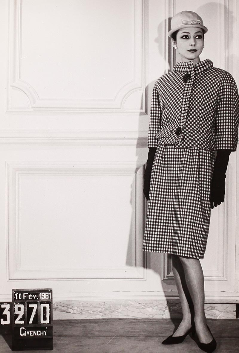 1961: Haute Couture printemps été ensemble porté. Photo: Jean Seberg.