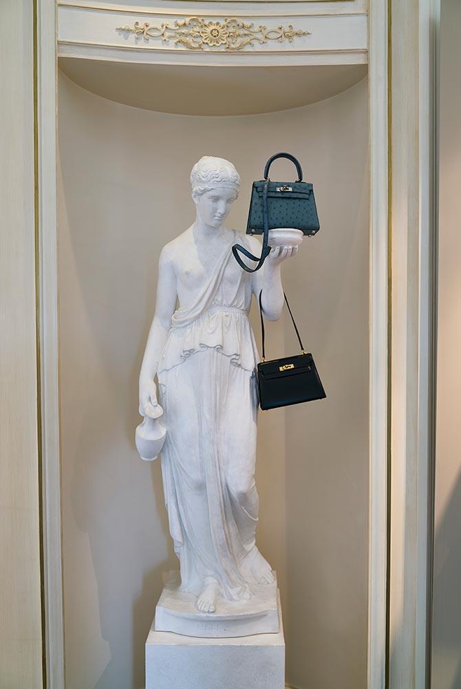 Ces deux modèles Kelly d'Hermès seront proposés aux enchères chez Christie's, à Londres, le 12 juin.