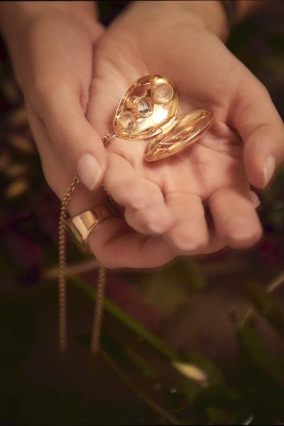 Photos miniatures à l'intérieur du Locket Margaret ©Damian Foxe
