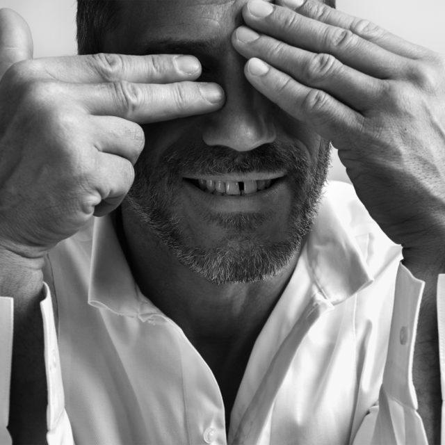 Sébastien Jondeau, chemise Karl Lagerfeld by Sébastien Jondeau. ©Buonomo & Cometti