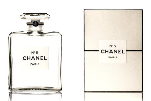 La version de 1950 du parfum Chanel N°5, Collection Patrimoine de Chanel ©Chanel